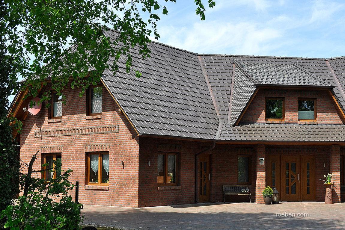 Realizácia strechy s keramickou škridlou Röben Piemont Hnedá engoba