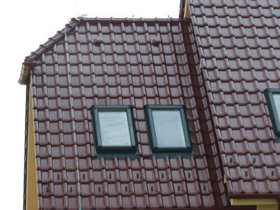 Keramická strešná krytina Röben monza plus gaštanová glazúra - realizácia strechy detail strešné okná