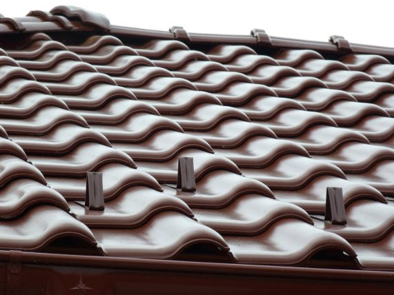 Keramická strešná krytina Röben monza plus gaštanová glazúra - realizácia strechy snehové háky