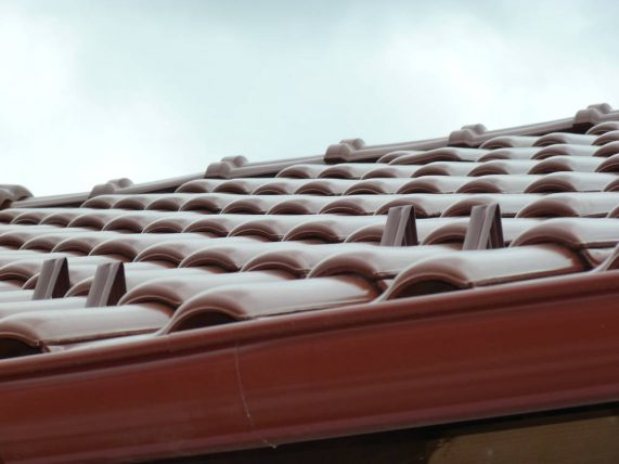 Keramická strešná krytina Röben monza plus gaštanová glazúra - realizácia strechy detail - snehové háky