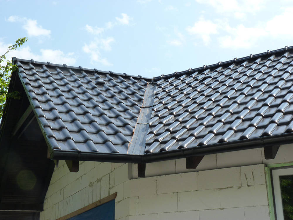 Keramická strešná krytina Röben monza plus tobago glazúra - realizácia strechy úžlabie