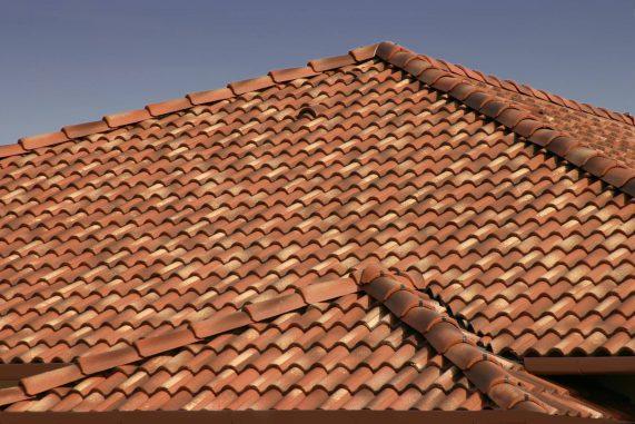 Betónová škridla Terran Coppo ferrara - realizácia strechy detail