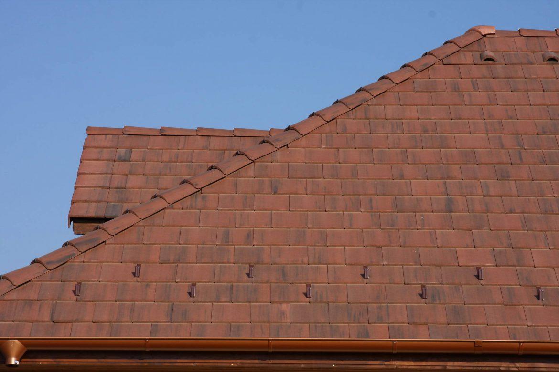 Betónová škridla Terran Zenit antická červená - realizácia strechy detail