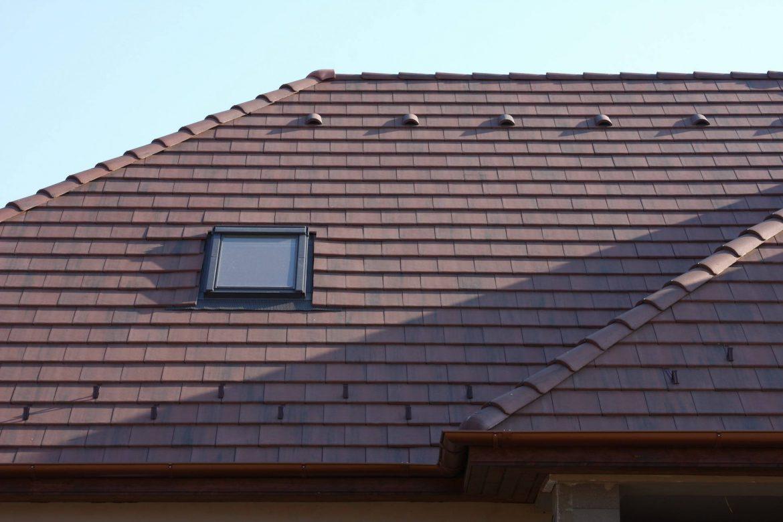 Betónová strešná krytina Terran Zenit antická červená - realizácia strechy detail