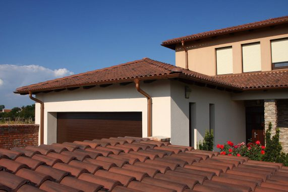 Betónová strešná krytina Terran Coppo antická červená - realizácia strechy