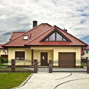 Dom so strešnou krytinou Röben Monza plus - Gaštanová glazúra
