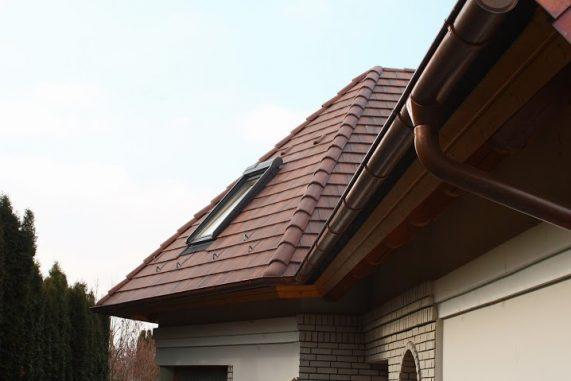 Strecha s betónovou strešnou krytinou Terran Zenit Colorsystem - Antická červená