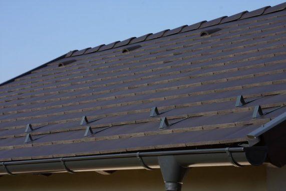 Strecha s betónovou strešnou krytinou Terran Zenit EVO Carbon