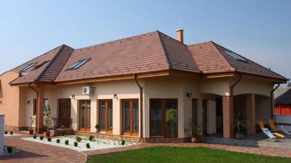 Strecha domu s betónovou strešnou krytinou Terran Rundo