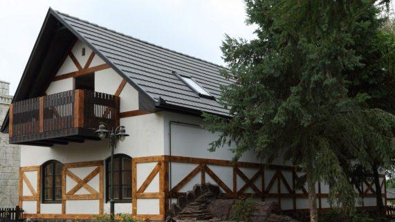 Dom so strešnou krytinou Terran Rundo Inova Antracit